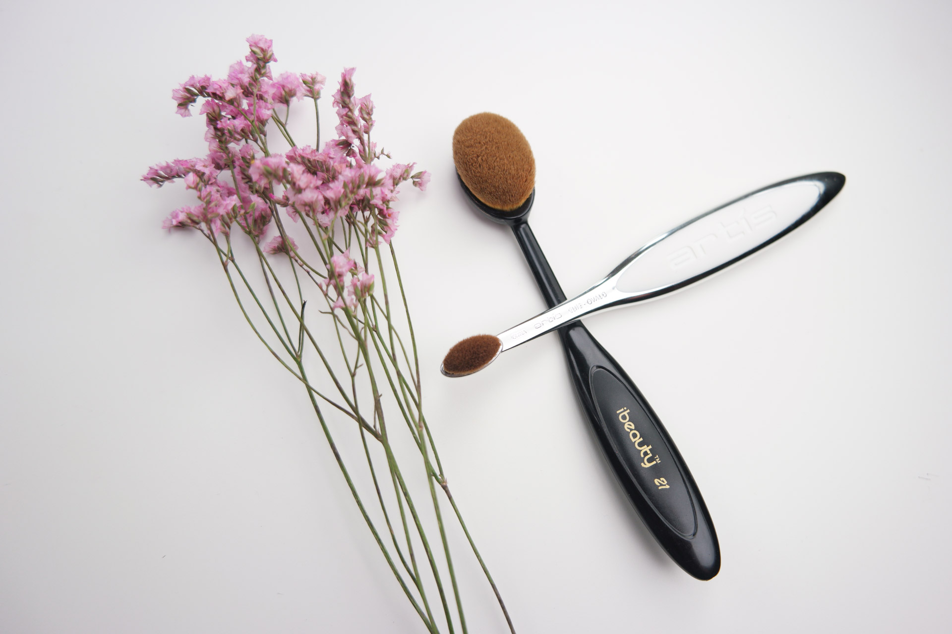 brushes compared: Artis Oval 3 vs iBeauty #21